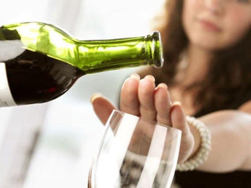 Кардиохирург Вадим Попов: красное вино не защищает от болезней сердца