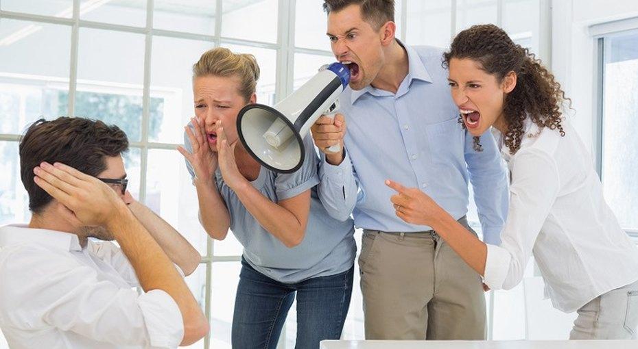 Постоянный шум на работе может спровоцировать гипертонию и болезни сердца