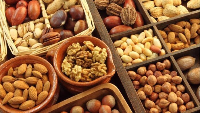 Медики объяснили, как орехи влияют на сердце