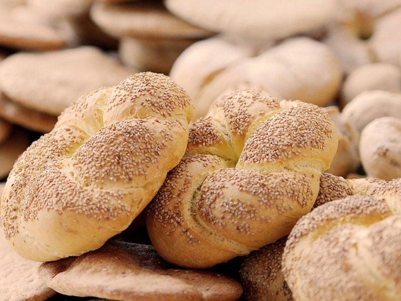 Хлеб, булки и продукты с трансжирами: названа еда, ведущая к инсульту и инфаркту