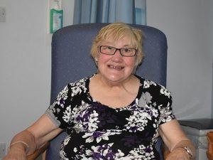 75-летняя бабушка первой в мире получила компьютер в грудь