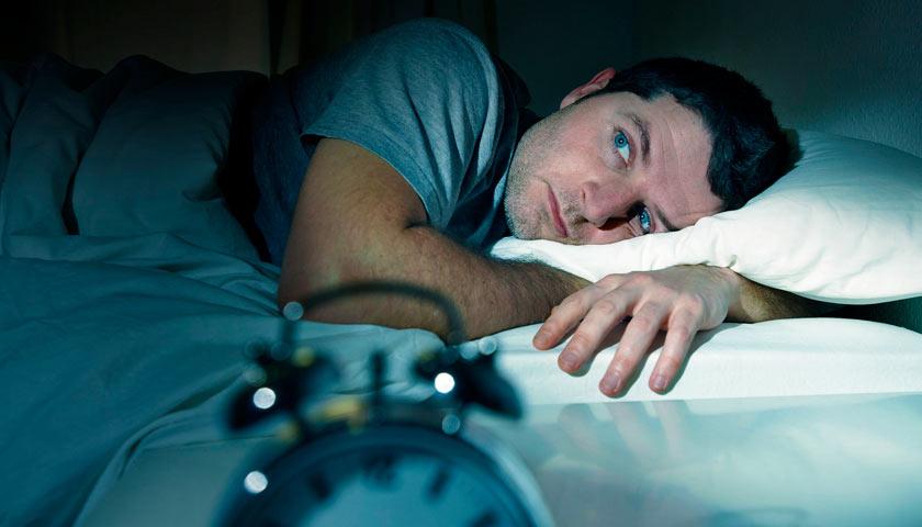 Риск сердечного приступа выше у тех, кто спит слишком мало или слишком много