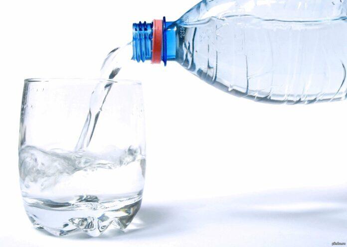 Врачи рассказали, какая вода нормализует артериальное давление