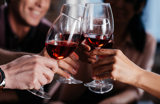 Ученые выяснили, как алкоголь помогает диабетикам