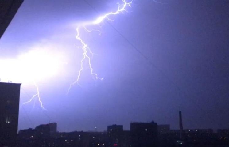 Невролог рассказал, как пережить магнитные бури