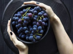 Улучшает пищеварение и состояние сердца: чем еще полезен виноград
