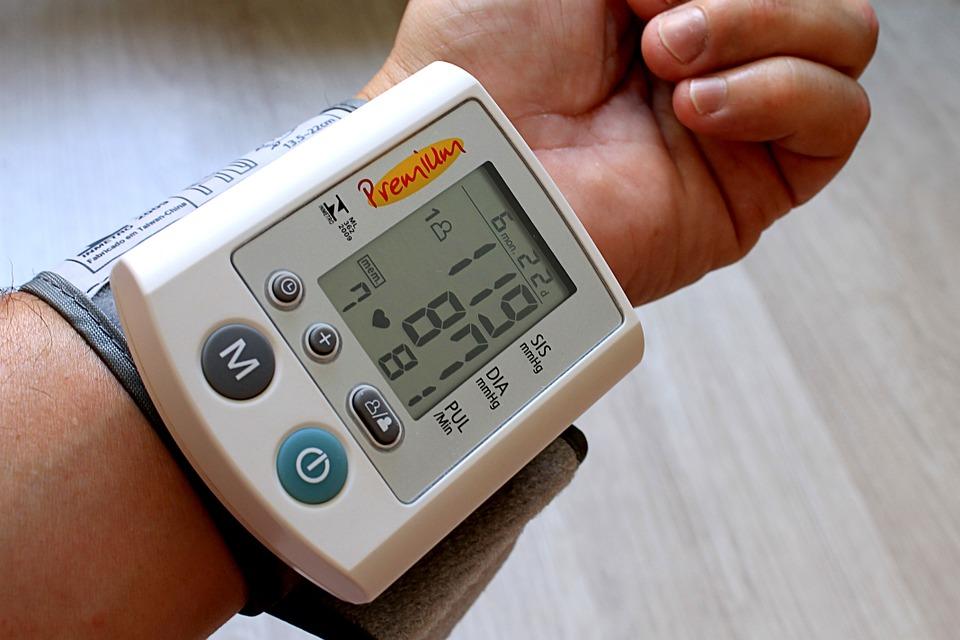 Как снизить давление без лекарств — советы врача