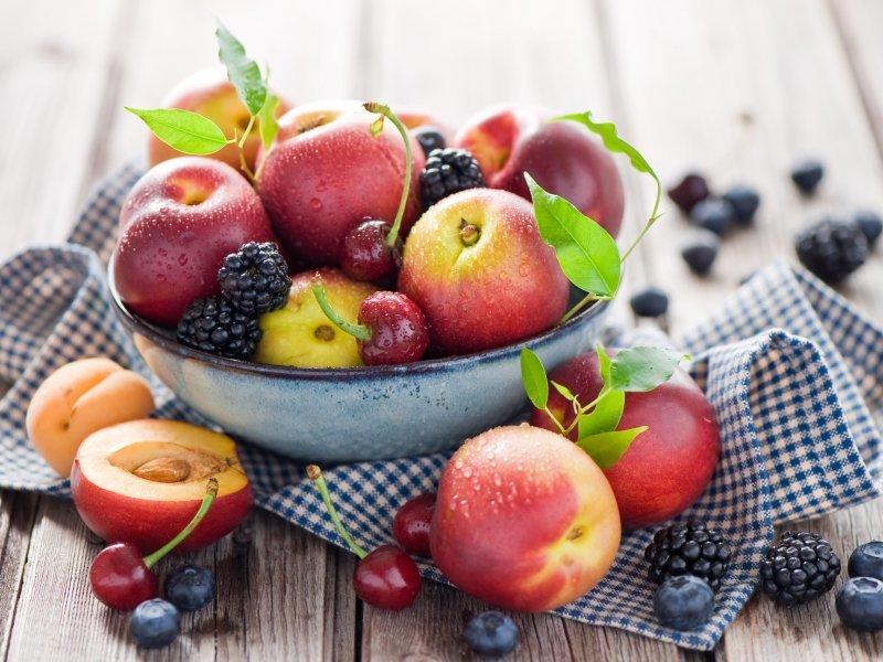Йогурты и фрукты не только не вредны гипертоникам, а даже полезны