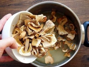 Почему грибной суп можно считать самым полезным для гипертоников: мнение врача