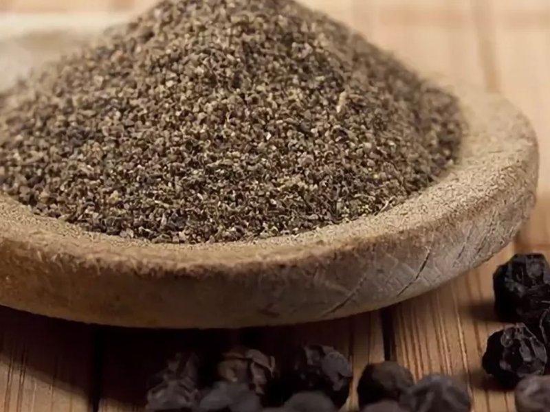 Меньше соли, больше черного перца: назван способ снизить высокое кровяное давление