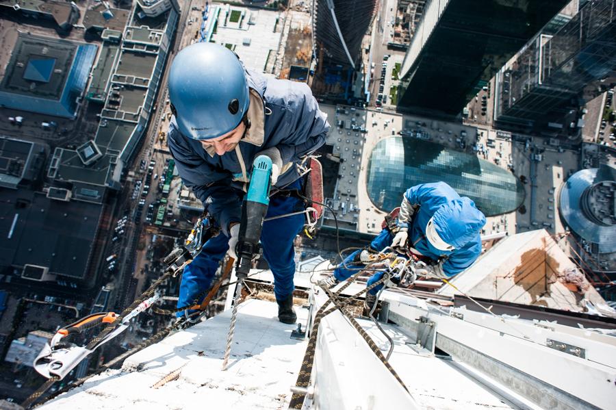 Безопасность работ на высоте: что нужно учитывать?