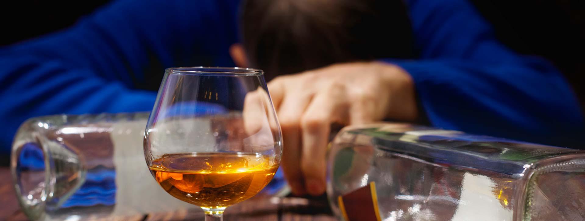 Когда пьющего необходимо выводить из запоя?