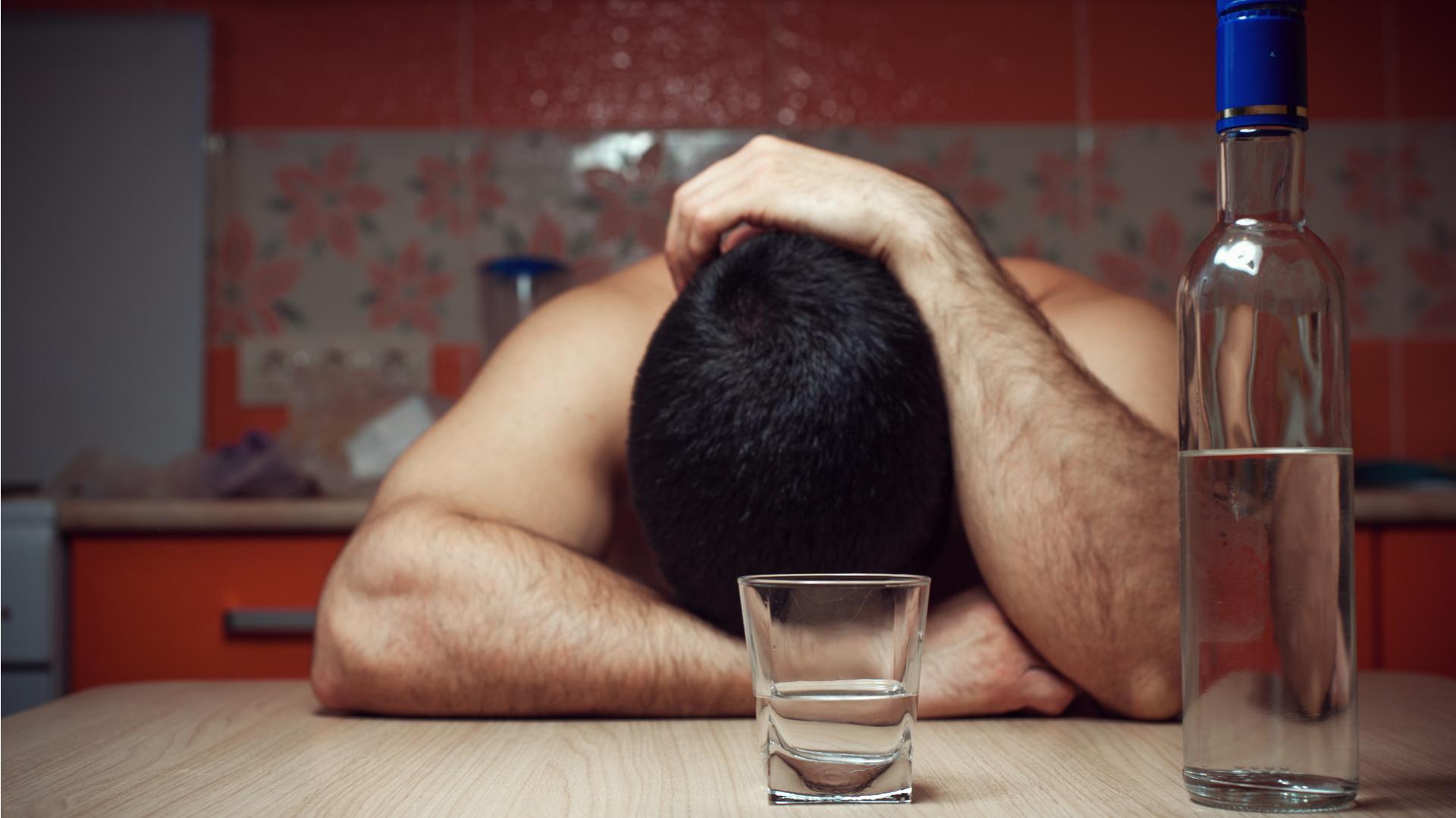 Как помочь пьющему человеку выйти из состояния запоя